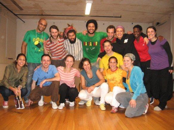 Vi er en liten hyggelig capoeira-gjeng som liker å trene sammen...